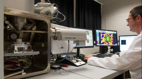 Geologists use Renishaw's Raman-in-SEM to Research the Nanoworld