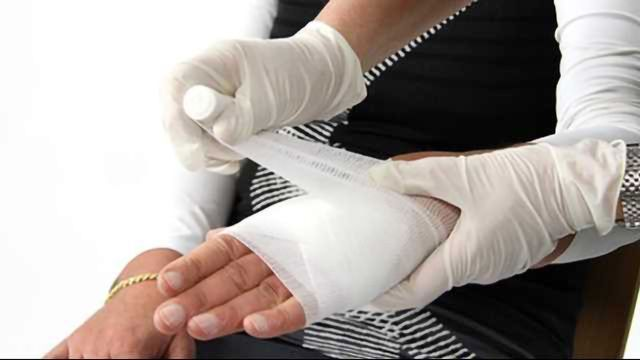 'Smart Bandage' Delivers Medication to Heal Wounds Faster
