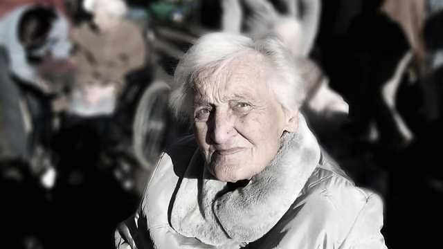 Older Adults' Difficulties With Focusing Overcome by Distraction Techniques, Can be Used to Help Put a Face to a Name