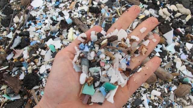 Degrading Plastics Release Greenhouse Gases