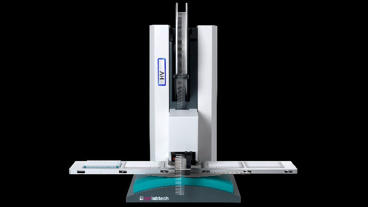 mosquito® HV genomics: low-volume pipetting robot