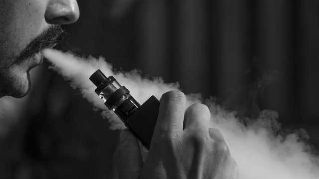 Cancer-Causing Chemicals Stays in Lungs During E-Cigarette Use, Researchers Find