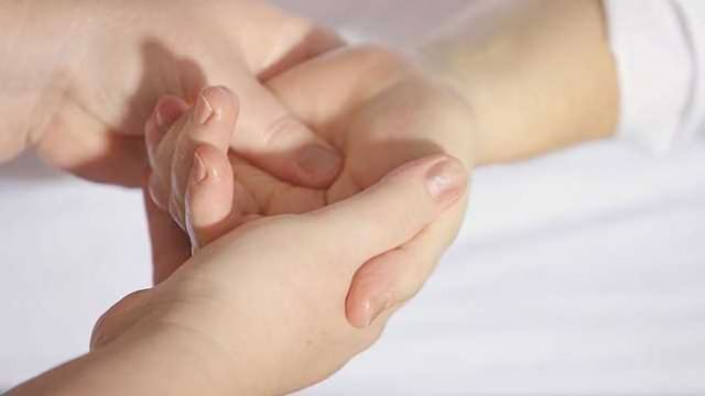 Breast Cancer Survivors Report Improvements in Side Effects After Acupressure
