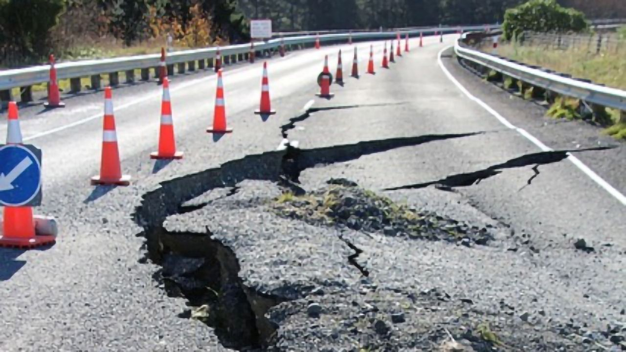 Long-distance Earthquake Detection Enhanced by Disused Cabling