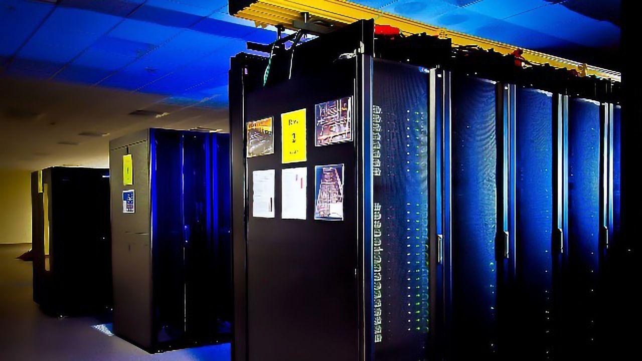 Data Center Innovation Cuts Core Congestion