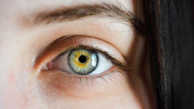 Eyes Reveal Early Alzheimer's