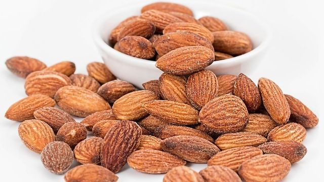 Eating Nuts During Pregnancy to Boost Your Baby's Brain? Check the Stats First