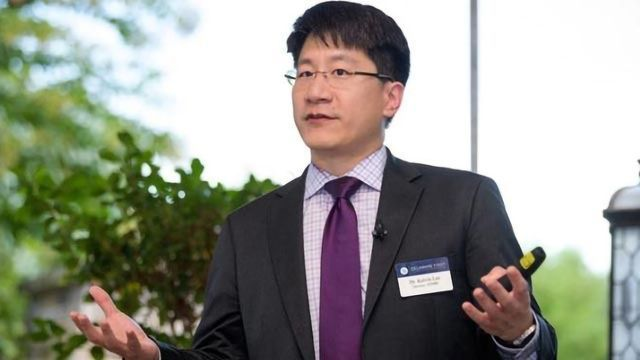 Kelvin Lee Receives Microbial and Biochemical Technology Award