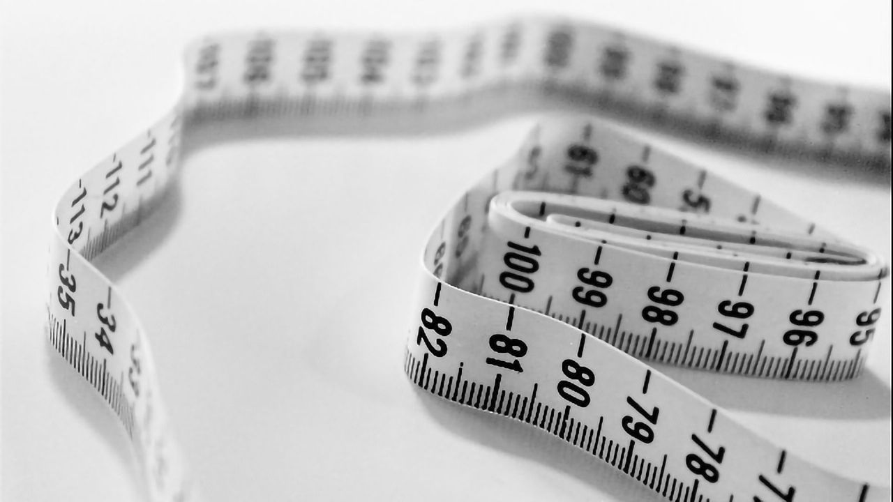 Bigger Waistline May Link to Thinner Brain in Old Age