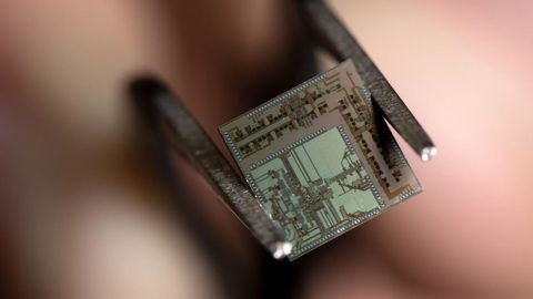 New Wireless Transceiver Goes 'Beyond 5G'