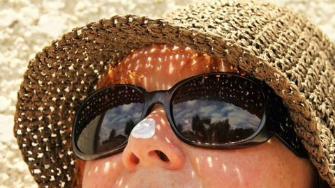 Sunscreens Source of Metal Contamination for Seawater