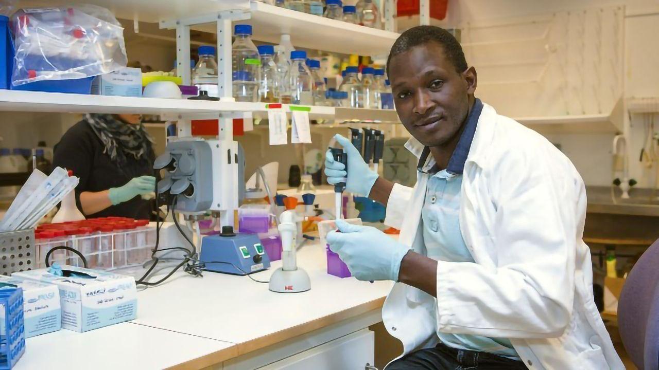 Bleaching Agent Is Bacteria's Secret Weapon in Pneumonia