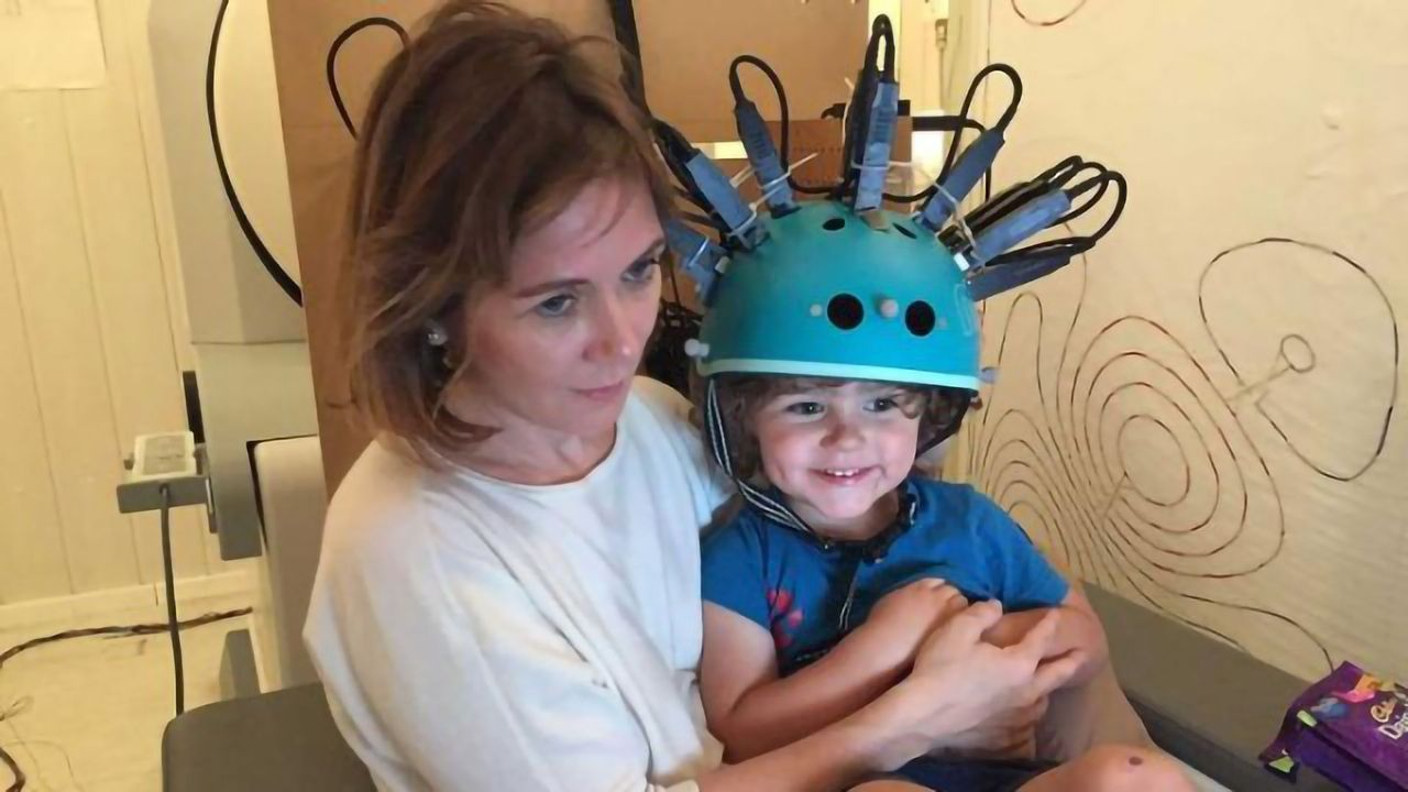 """""""Bike Helmet"""" Brain Scanner Used on Young Kids for First Time"""