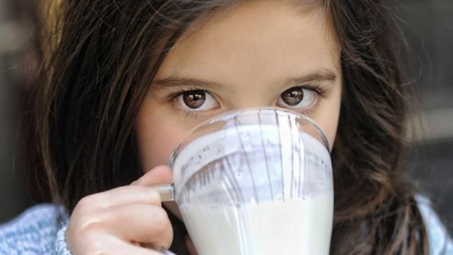 Children Who Drink Whole Milk Less Likely To Be Overweight Than Those Drinking Reduced-fat Milk