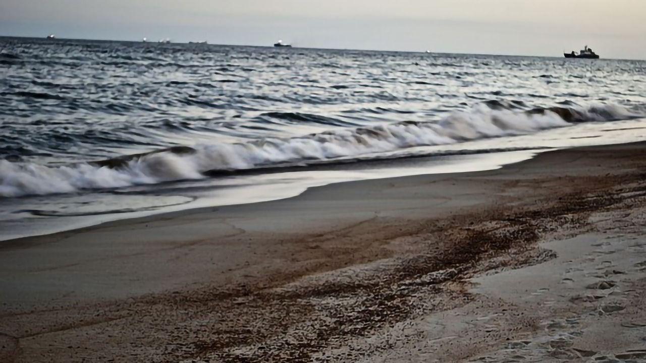 Where and When Will Oil Spills Reach the Beach?