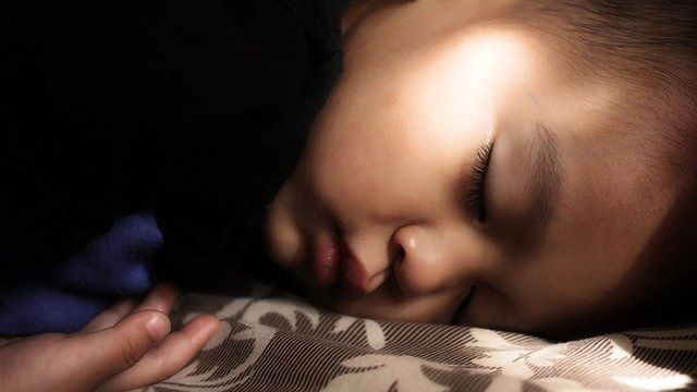 Study Links Sleep Problems to Autism Diagnosis for At-risk Children