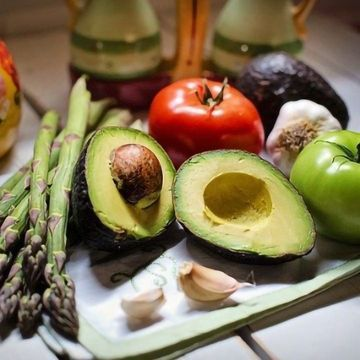 Vegans, Vegetarians and Pescatarians May Have an Increased Risk of Bone Fractures