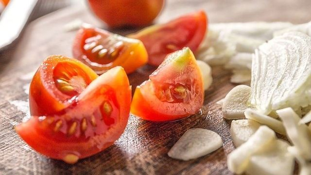 Benefits of a Mediterranean Diet Over a Low-Fat Diet for Heart Disease Suffers