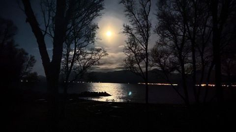 Arctic Methane Release Controlled by the Moon