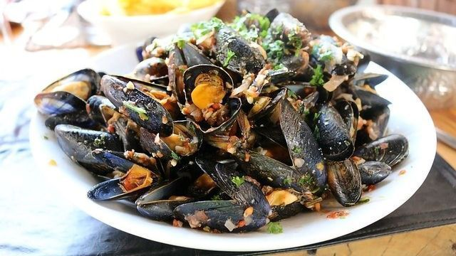 If You Eat Mussels, You Eat Microplastics No Matter Where They're From