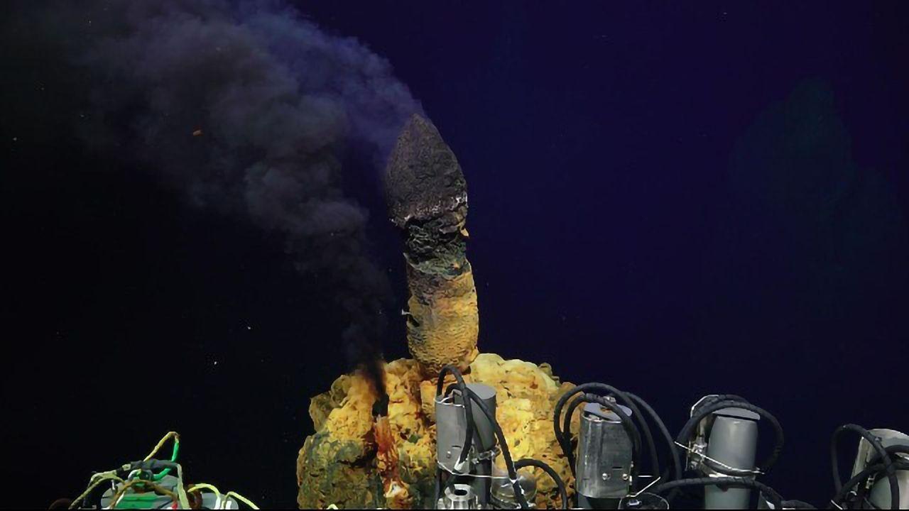 Volcano Home to Hundreds of Novel Microbes