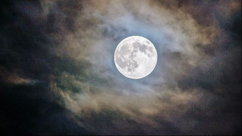 New Study Suggests Sleep Duration and Onset Change With Moon Phases