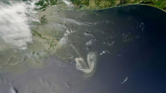 What Happens to Oil Spilled in Oceans?