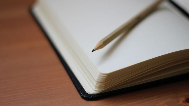 Writing on Paper Produces Stronger Brain Activity Than Using Tablets or Smartphones