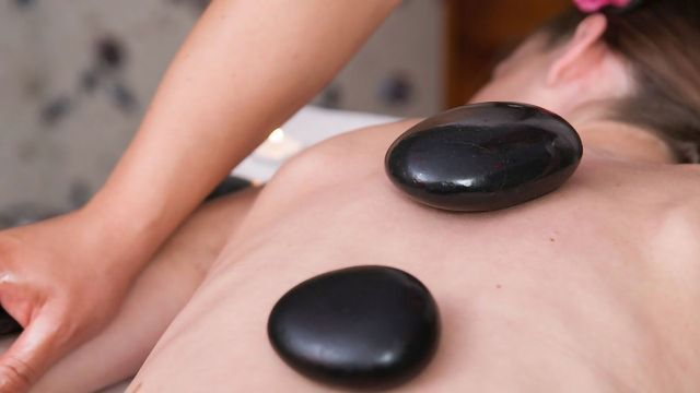 Massages Stones Help Reveal How the Prefrontal Cortex Integrates Our Senses