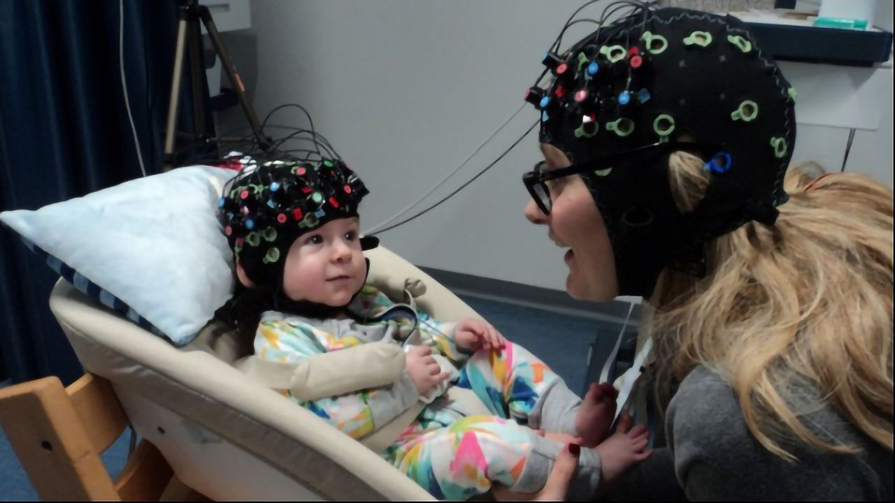 Touch Helps Mom and Baby's Brains Synchronize