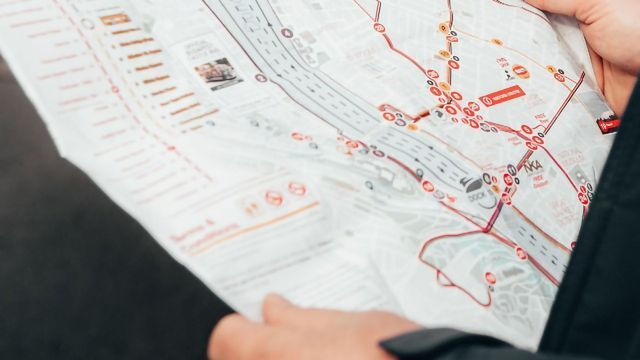How Does Our Brain Navigate Cities?